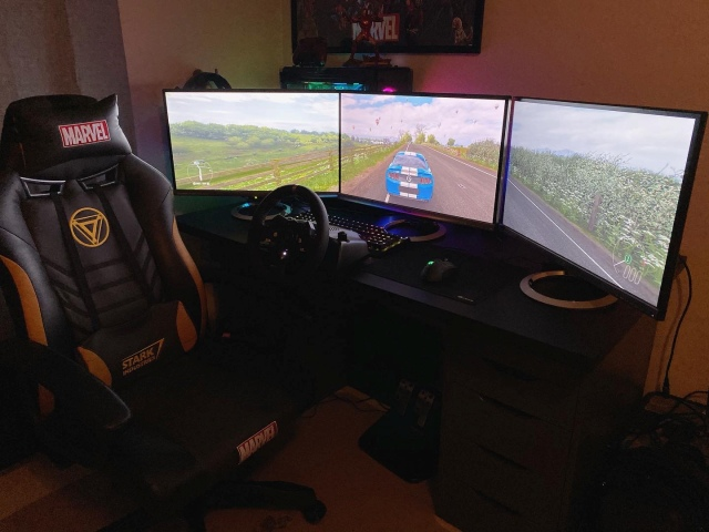 PC_Desk_175_09.jpg