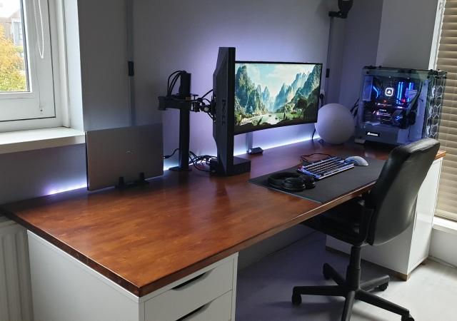 PC_Desk_175_10.jpg