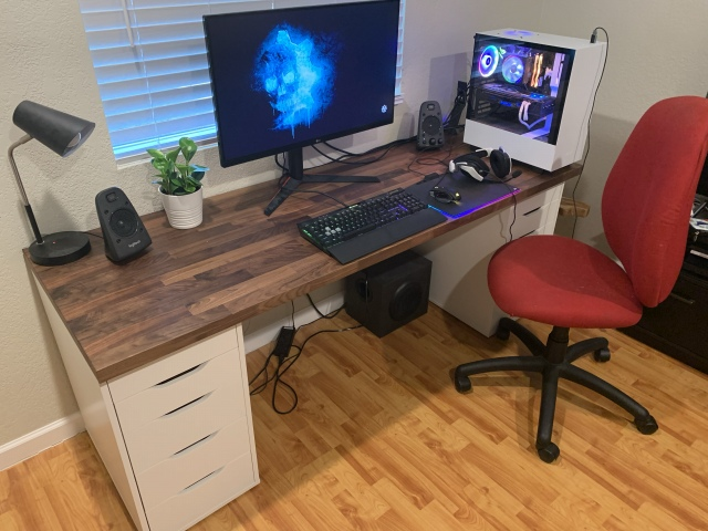 PC_Desk_175_46.jpg