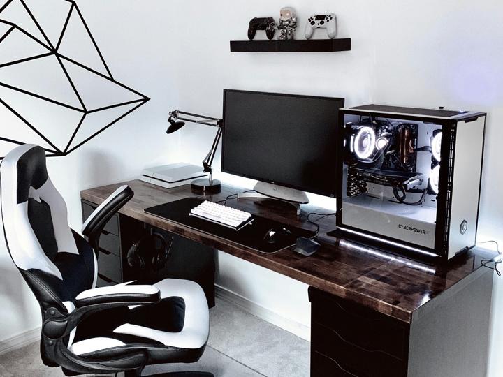 PC_Desk_177_04.jpg
