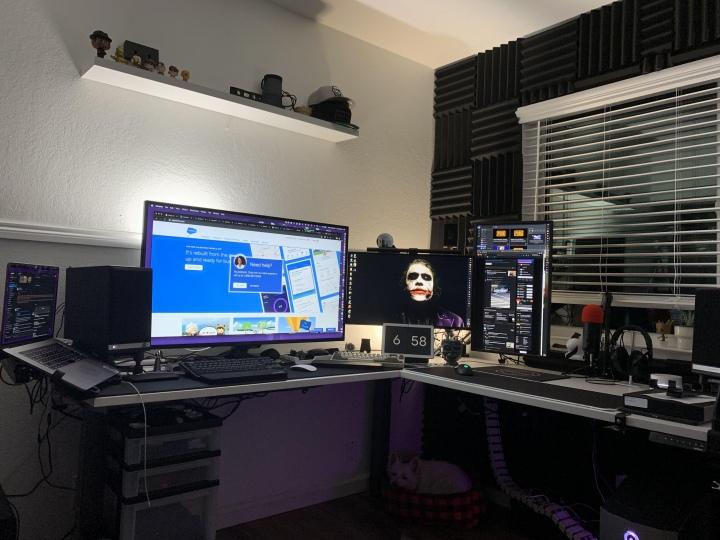 PC_Desk_177_10.jpg