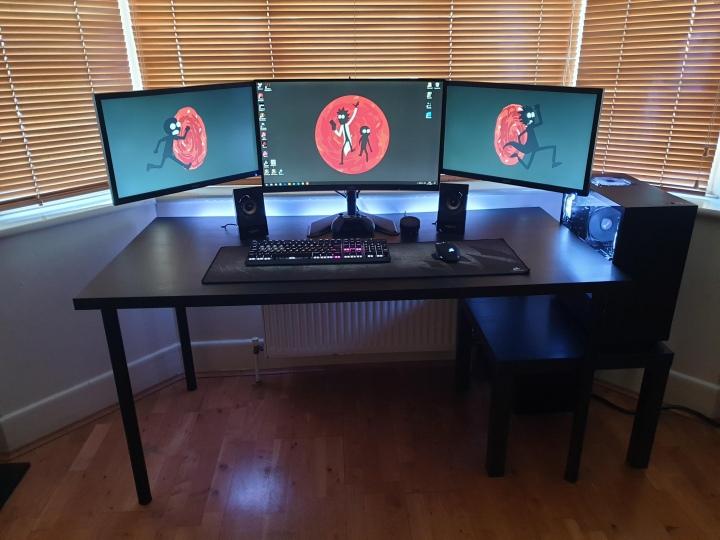 PC_Desk_177_11.jpg
