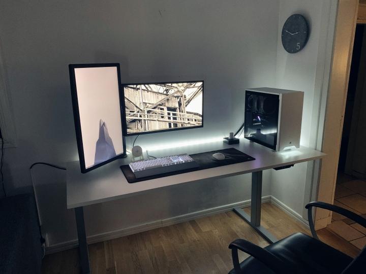 PC_Desk_177_12.jpg