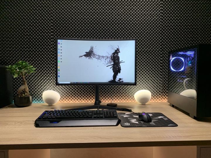 PC_Desk_177_14.jpg
