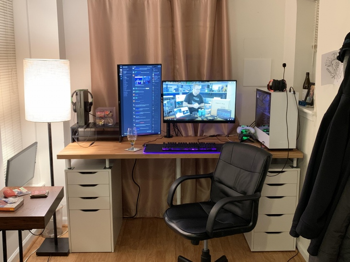 PC_Desk_177_15.jpg