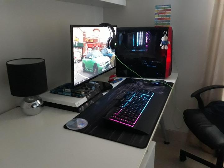 PC_Desk_177_28.jpg
