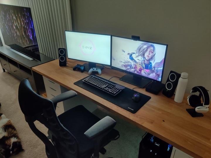 PC_Desk_177_37.jpg