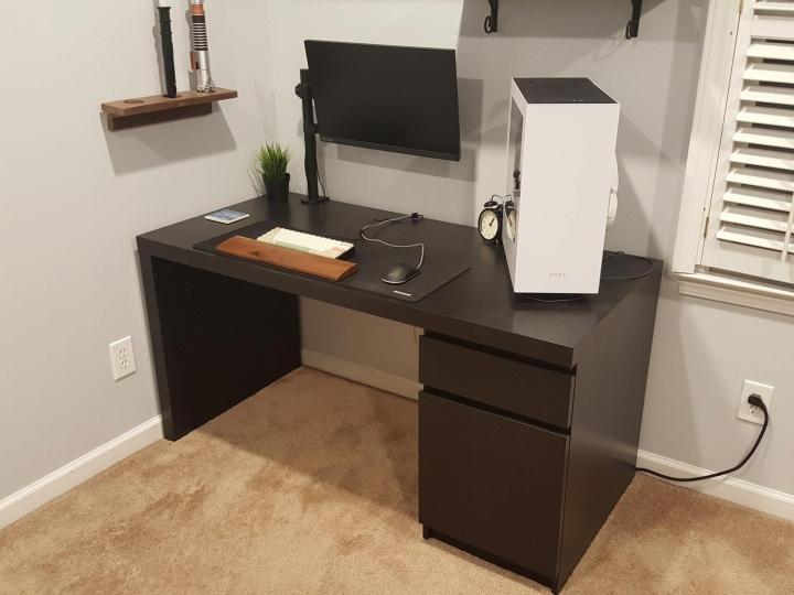 PC_Desk_177_61.jpg