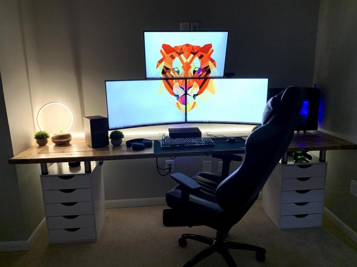 PC_Desk_177_67.jpg
