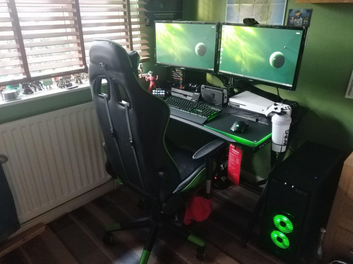 PC_Desk_177_69.jpg
