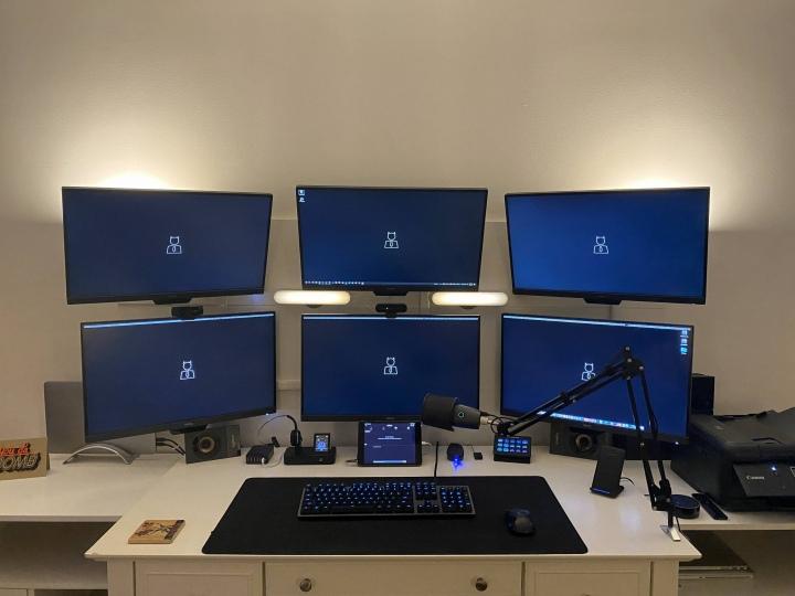 PC_Desk_177_94.jpg