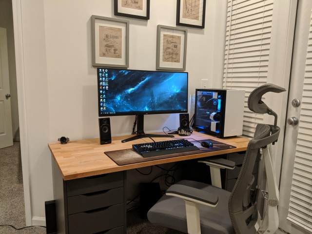 PC_Desk_UltlaWideMonitor48_35.jpg
