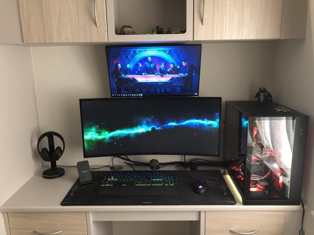 PC_Desk_UltlaWideMonitor48_39.jpg