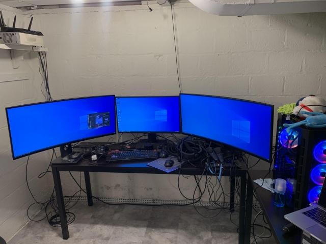 PC_Desk_UltlaWideMonitor48_45.jpg
