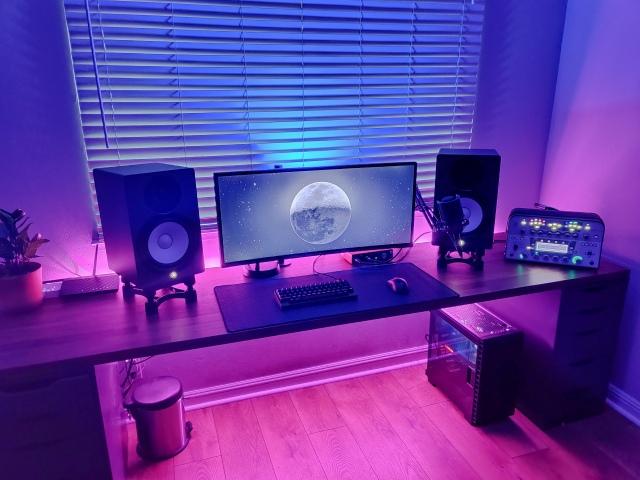 PC_Desk_UltlaWideMonitor48_58.jpg