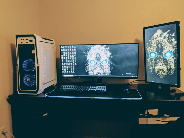 PC_Desk_UltlaWideMonitor48_70.jpg