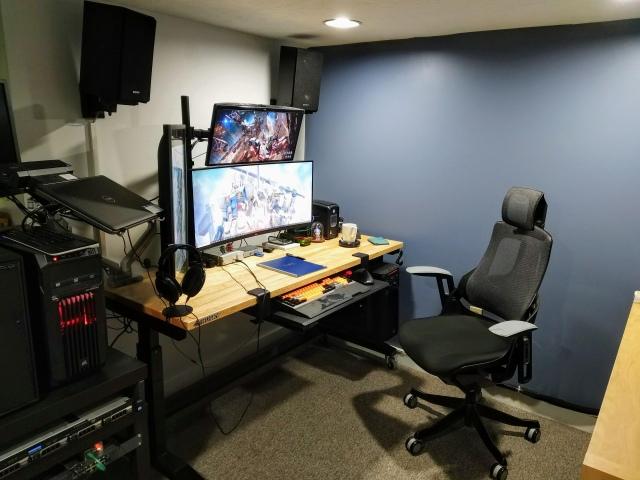 PC_Desk_UltlaWideMonitor48_72.jpg
