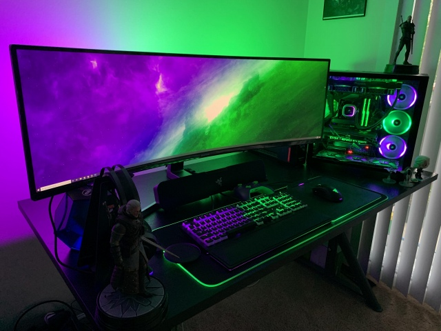 PC_Desk_UltlaWideMonitor49_01.jpg