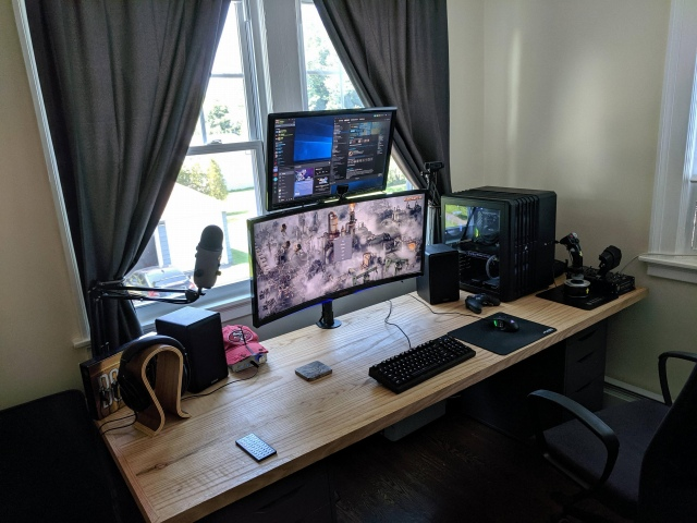 PC_Desk_UltlaWideMonitor49_08.jpg