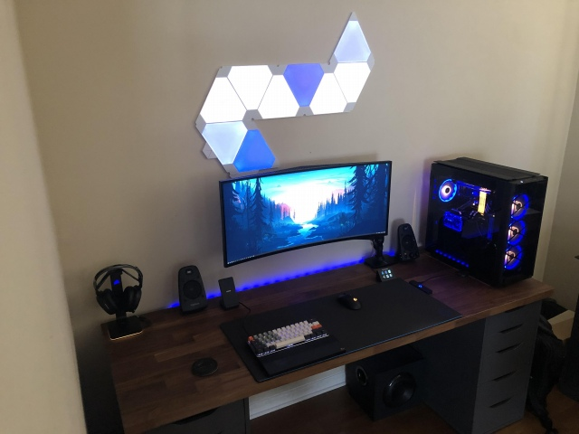 PC_Desk_UltlaWideMonitor49_09.jpg