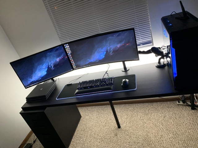PC_Desk_UltlaWideMonitor49_28.jpg