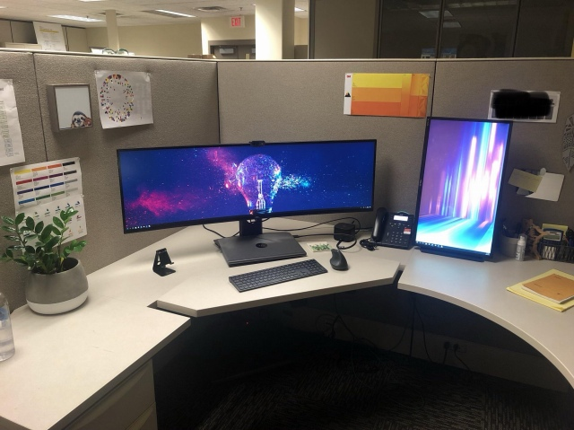 PC_Desk_UltlaWideMonitor49_29.jpg