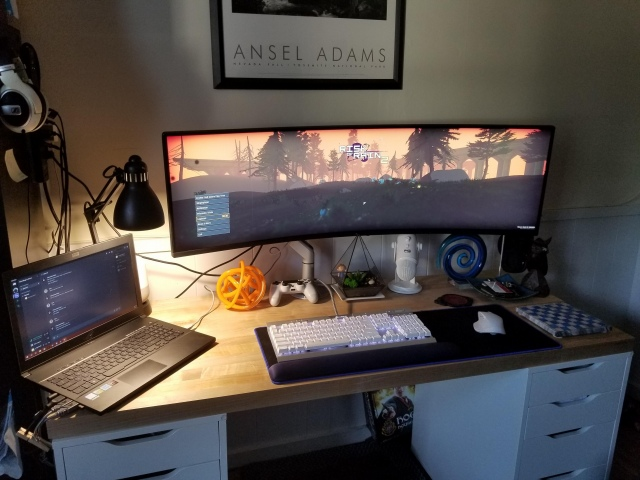 PC_Desk_UltlaWideMonitor49_33.jpg