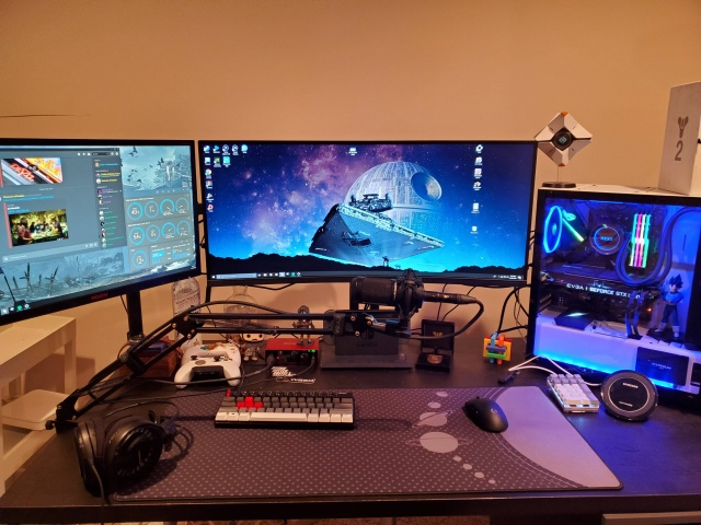 PC_Desk_UltlaWideMonitor49_52.jpg
