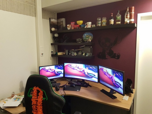PC_Desk_UltlaWideMonitor49_67.jpg