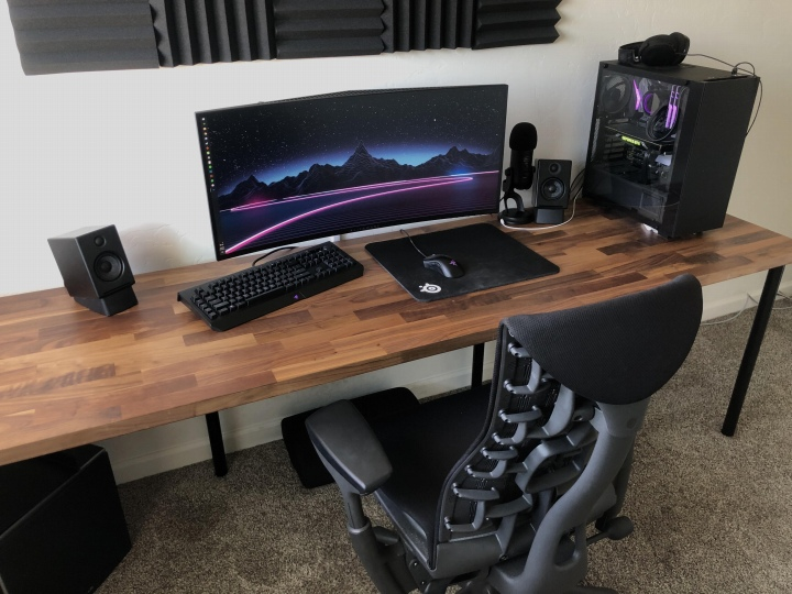PC_Desk_UltlaWideMonitor50_20.jpg