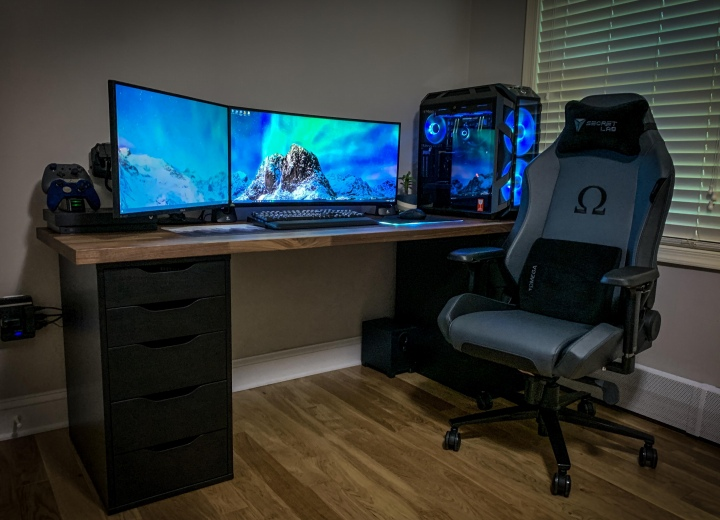 PC_Desk_UltlaWideMonitor50_22.jpg