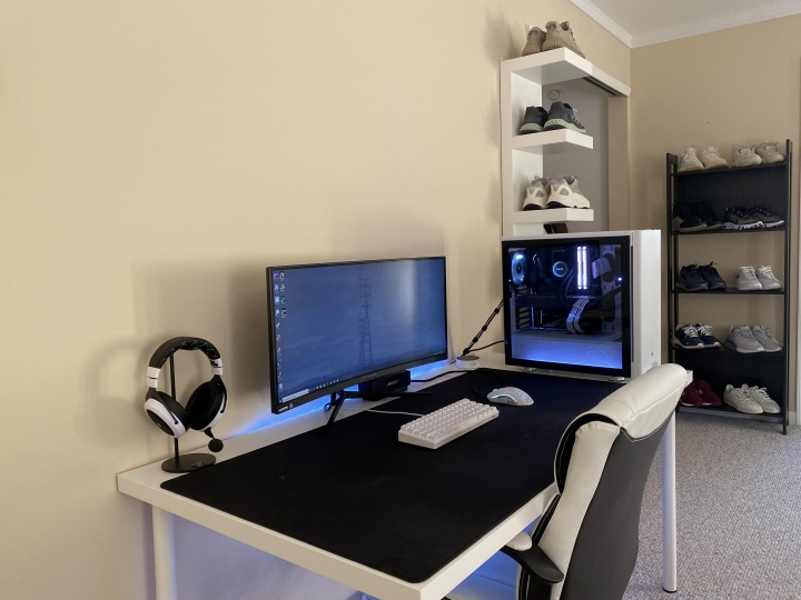 PC_Desk_UltlaWideMonitor50_30.jpg