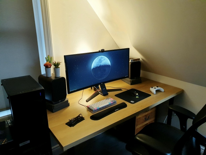 PC_Desk_UltlaWideMonitor50_39.jpg
