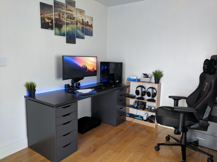 PC_Desk_UltlaWideMonitor50_45.jpg