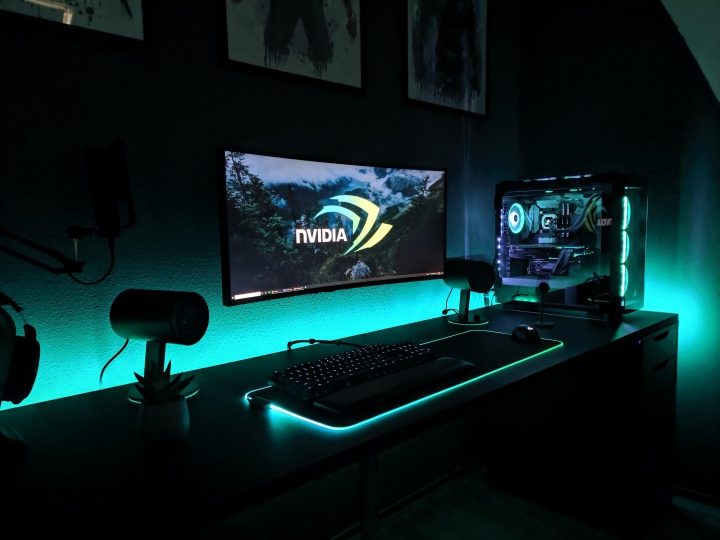 PC_Desk_UltlaWideMonitor50_46.jpg