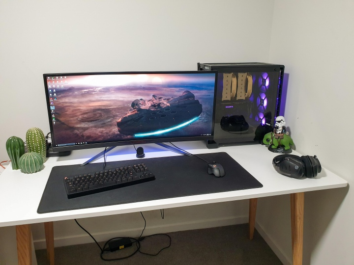 PC_Desk_UltlaWideMonitor50_49.jpg