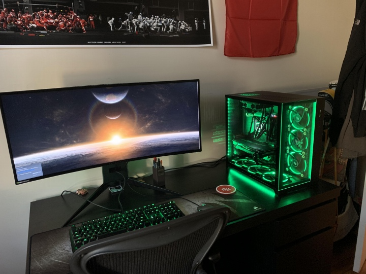 PC_Desk_UltlaWideMonitor50_57.jpg