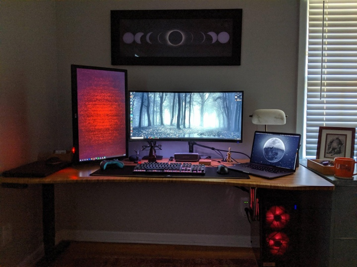 PC_Desk_UltlaWideMonitor50_60.jpg