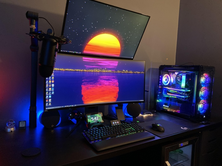 PC_Desk_UltlaWideMonitor50_76.jpg