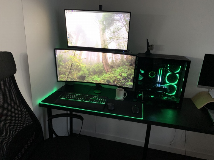 PC_Desk_UltlaWideMonitor50_98.jpg