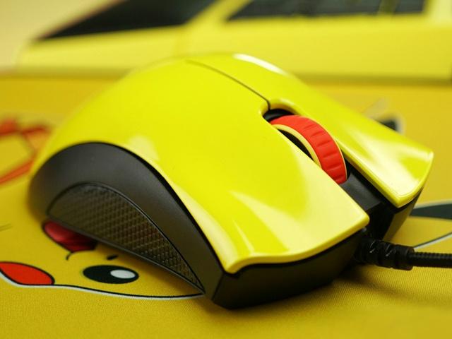 Razer_Pikachu_Mouse_06.jpg