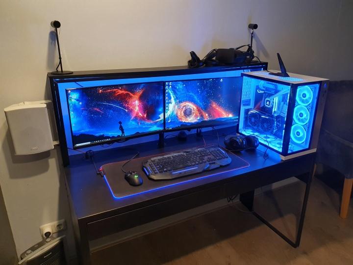 Show_Your_PC_Desk_Part181_09.jpg