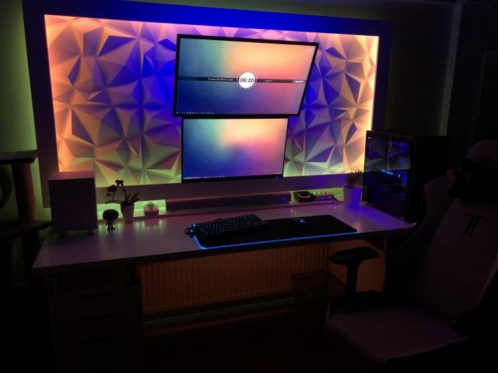 Show_Your_PC_Desk_Part186_03.jpg
