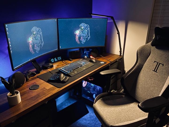 Show_Your_PC_Desk_Part186_10.jpg