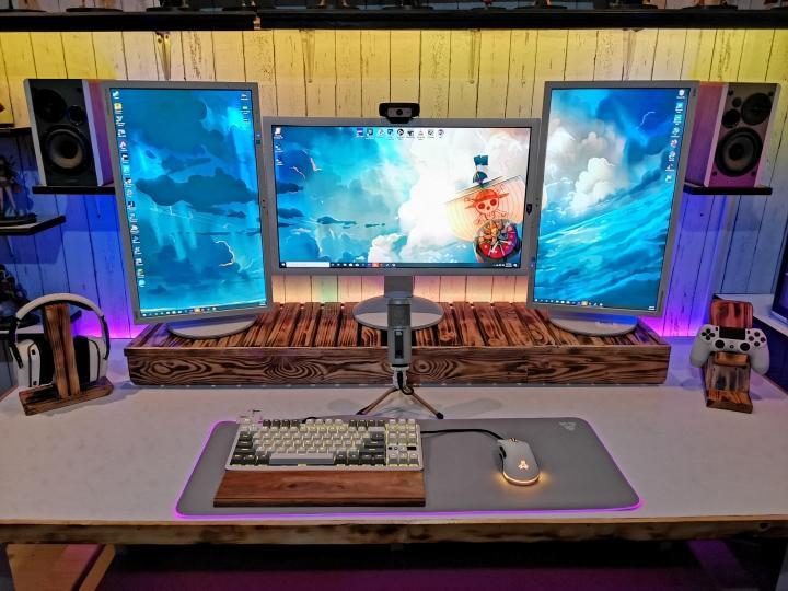 Show_Your_PC_Desk_Part186_30.jpg