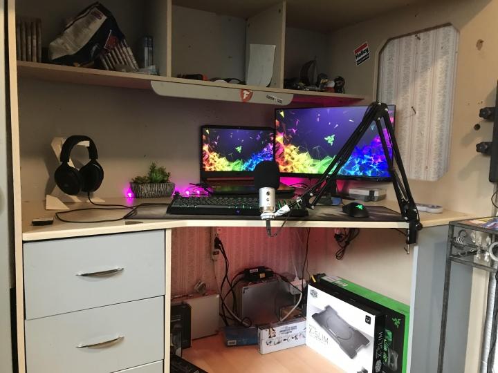 Show_Your_PC_Desk_Part190_35.jpg