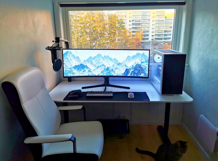 Show_Your_PC_Desk_UltlaWideMonitor51_57.jpg