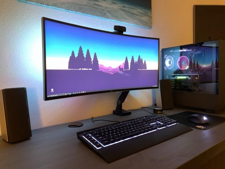 Show_Your_PC_Desk_UltlaWideMonitor51_76.jpg