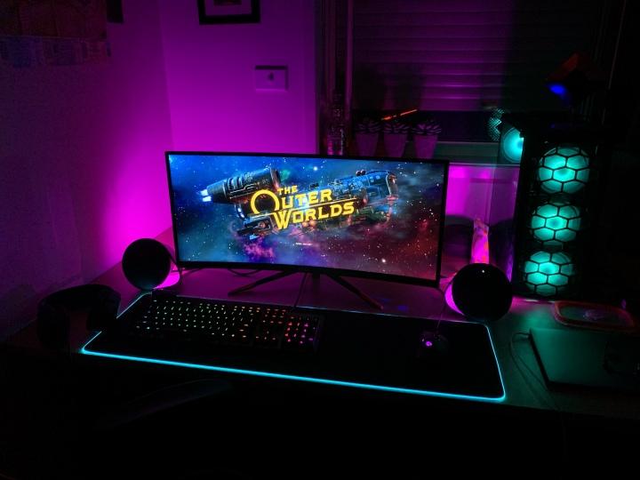 Show_Your_PC_Desk_UltlaWideMonitor51_81.jpg
