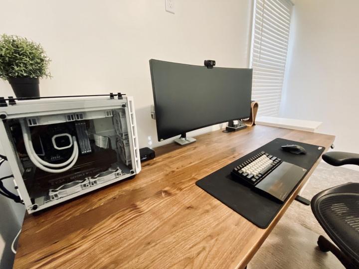 Show_Your_PC_Desk_UltlaWideMonitor52_27.jpg